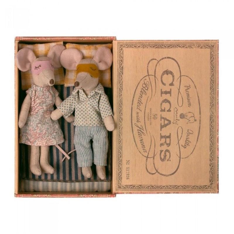 Мягкая игрушка Maileg Мыши мама и папа в коробке из-под сигар