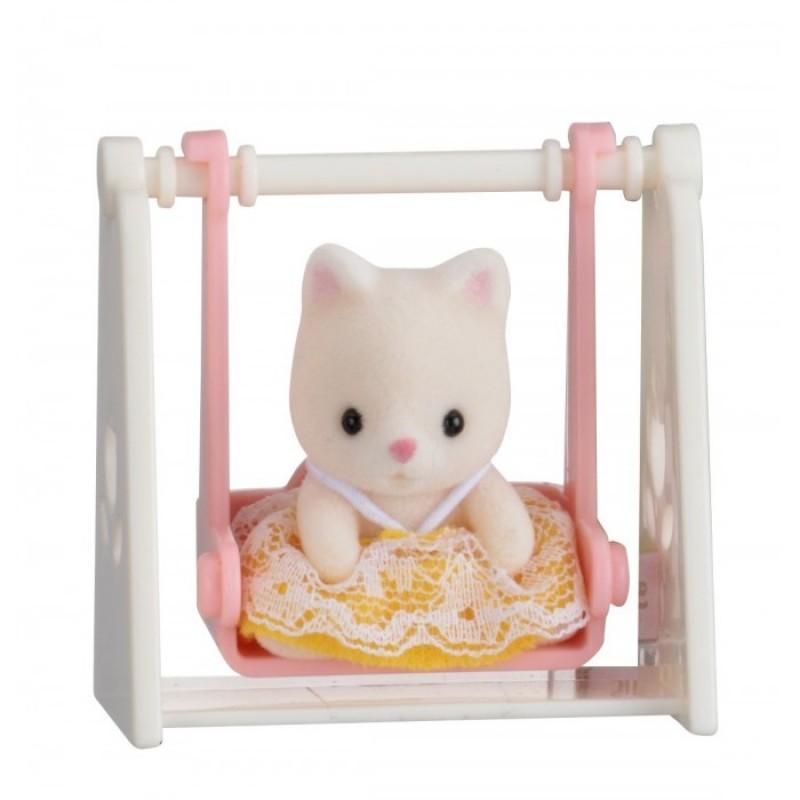 Sylvanian Families Набор Младенец в пластиковом сундучке. Кошка на качелях